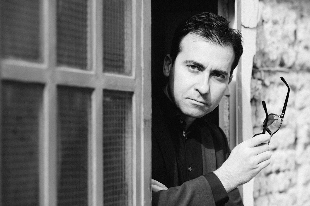 Justo Zamarro (escritor): «Tener la posibilidad de recorrer los laberintos internos de la obra de Sabina es un ejercicio que nunca decepciona»